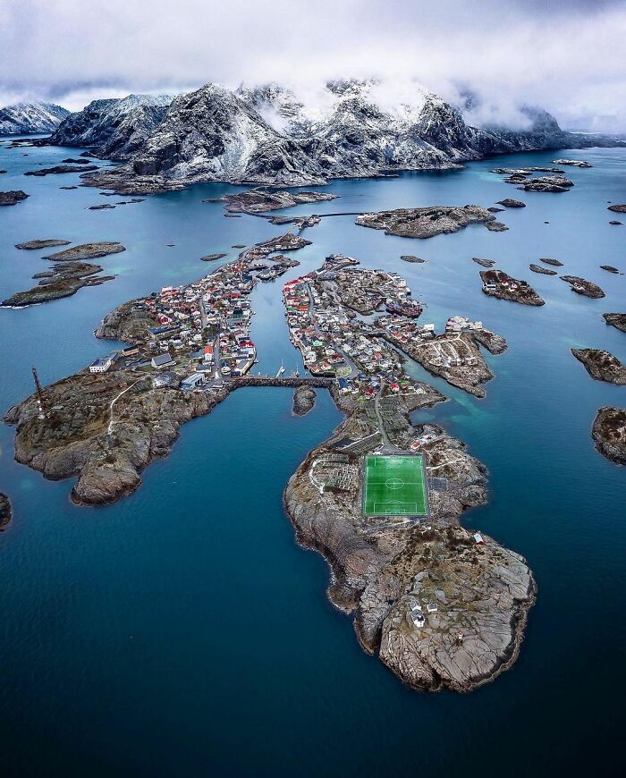 Henningsvær, Νορβηγία. Photo Credits: Davide Anzimanni
