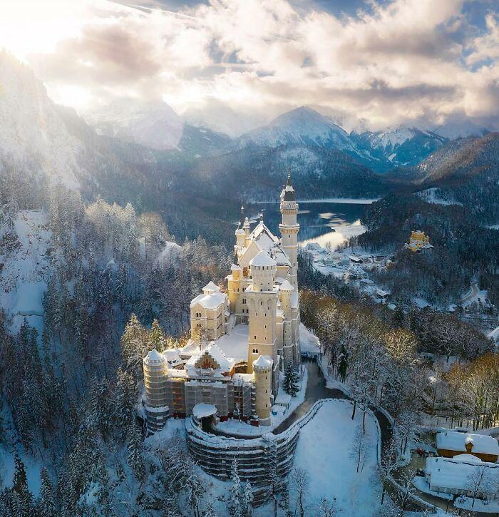 Το κάστρο Νοϊσβάνσταϊν, χιονισμένο.