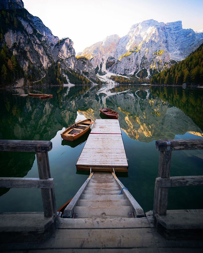 Λίμνη Lago di Braies στην Βόρεια Ιταλία.