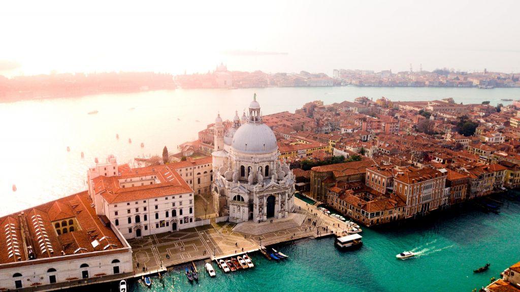 Βενετία, Photo by canmandawe on Unsplash