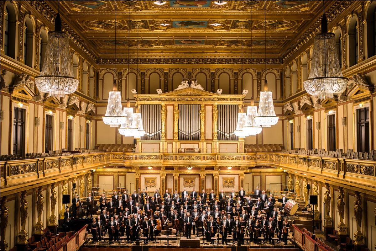 Τα ωραιότερα βαλς όλων των εποχών από τη Συμφωνική Ορχήστρα Τσαϊκόφσκι