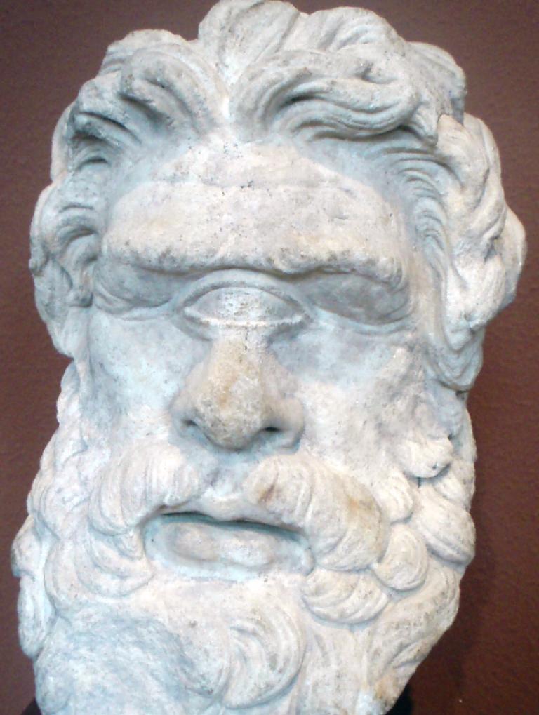 Κεφαλή του 2ου αιώνα που απεικονίζει τον Κύκλωπα Πολύφημο και βρέθηκε στη Θάσο. Photo Credits: Wikimedia Commons