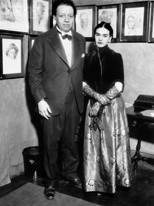 Ο Ντιέγκο Ριβέρα και η Φρίντα Κάλο σε έκθεση στην Νέα Υόρκη, το 1933. © KEYSTONE-FRANCE/Getty Images