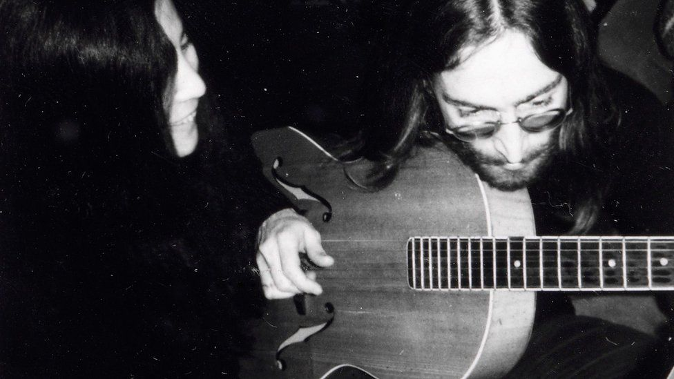 Γιόκο Όνο και Τζον Λένον κατά τη διάρκεια της ηχογράφησης.  Φωτογραφία: Bruun Rasmussen