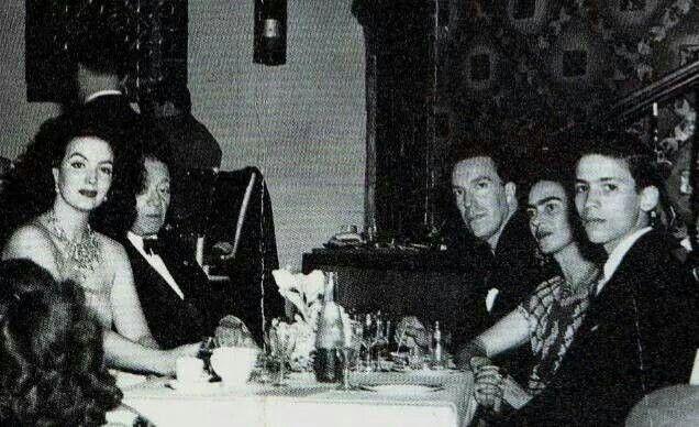 Η Μαρία Φελίξ, ο Ντιέγκο Ριβέρα, ο Αρμάντο Βαλντές, η Φρίντα Κάλο και ο Ενρίκε Αλβάρες, 1950.