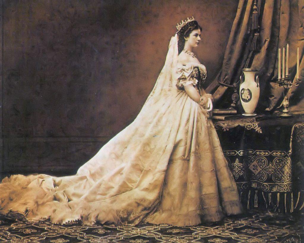 Η στέψη της πριγκίπισσας Σίσσυ ως βασίλισσα της Ουγγαρίας. Photo Credits: Emil Rabending/Wikimedia Commons