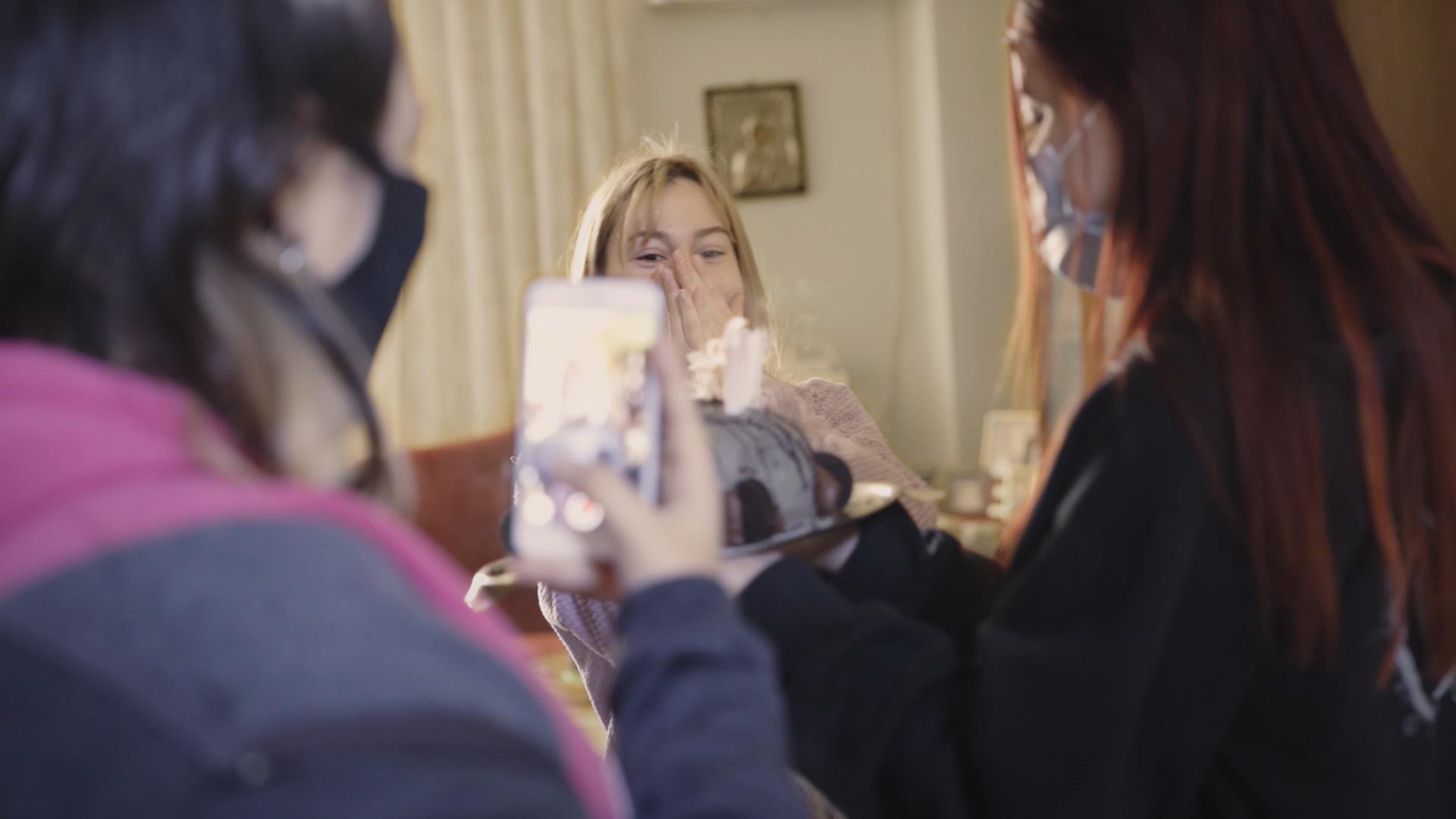 Girlhood: Το Onassis Culture παρουσιάζει το ντοκιμαντέρ της ζωής τριών κοριτσιών στην πανδημία