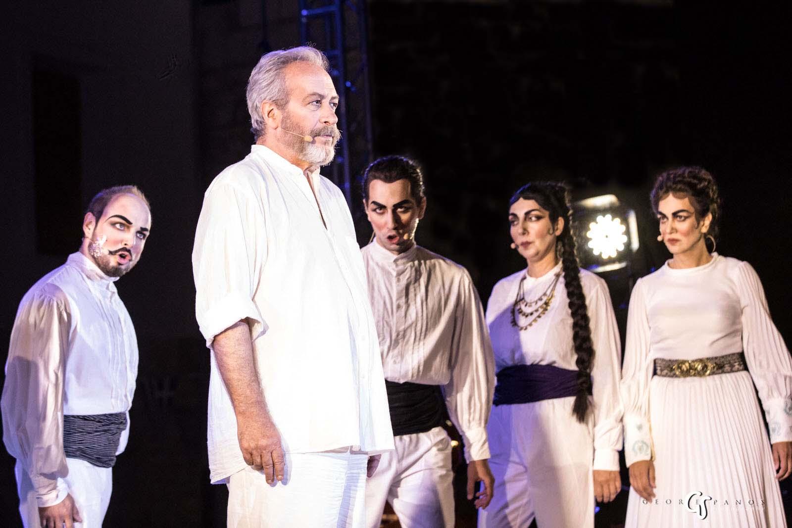 Ο Γρηγόρης Βαλτινός καθήλωσε τους θεατές με την αφήγησή του. Φωτογραφία: George Spanos Photography