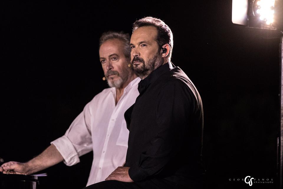 Ο Γρηγόρης Βαλτινός και ο Κώστας Μακεδόνας. Φωτογραφία: George Spanos Photography
