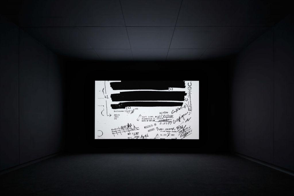 Steve McQueen, End Credits, 2012-σε εξέλιξη. Σεκάνς ψηφιακά σαρωμένων αρχείων, ήχος, συνεχής μονή προβολή. Εγκατάσταση στο The Art Institute of Chicago, 2012. Παραχώρηση του καλλιτέχνη, της Marian Goodman Gallery και της Thomas Dane Gallery, Λονδίνο. © Steve McQueen.