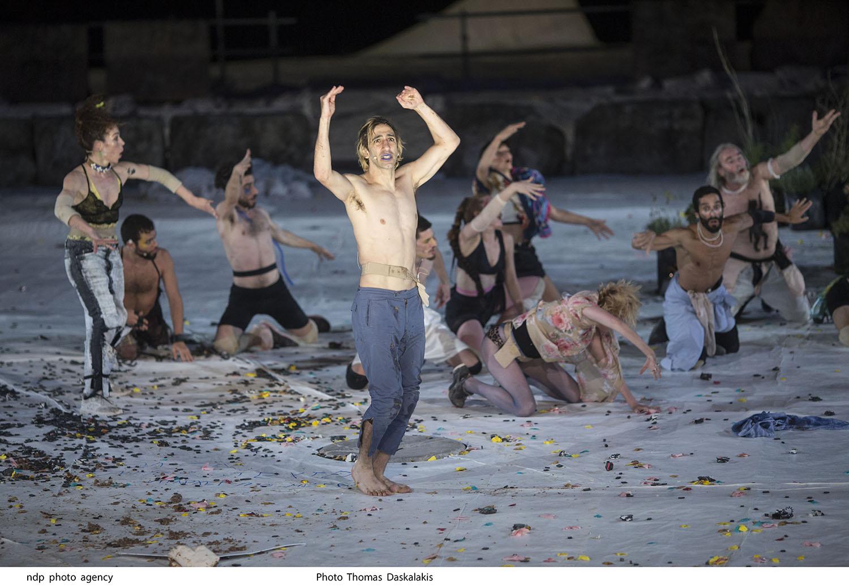 Ιχνευταί του Σοφοκλή, σε σκηνοθεσία Μιχαήλ Μαρμαρινού, στο Ωδείο Ηρώδου Αττικού