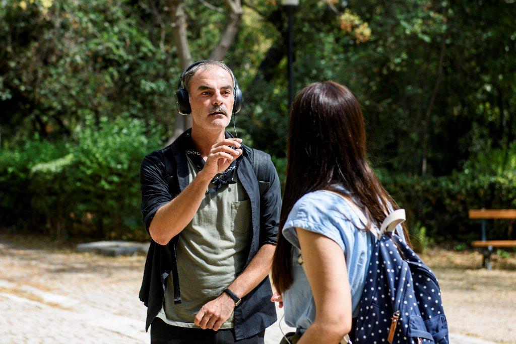 Ο Δημήτρης Μαζιώτης, στον ρόλο του περίεργου άνδρα. Φωτογραφίες: Ελίνα Γιουνανλή