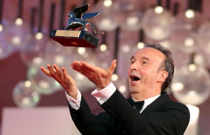O Ρομπέρτο Μπενίνι με τον τιμητικό Χρυσό του Λέοντα