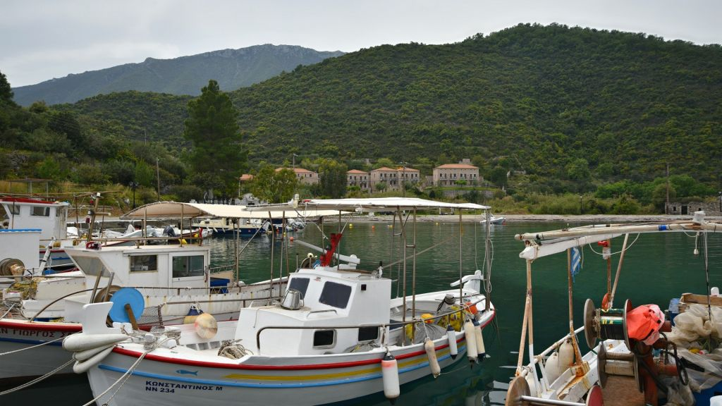 Το γραφικό λιμάνι στα Πούλιθρα (Πηγή: Shutterstock)