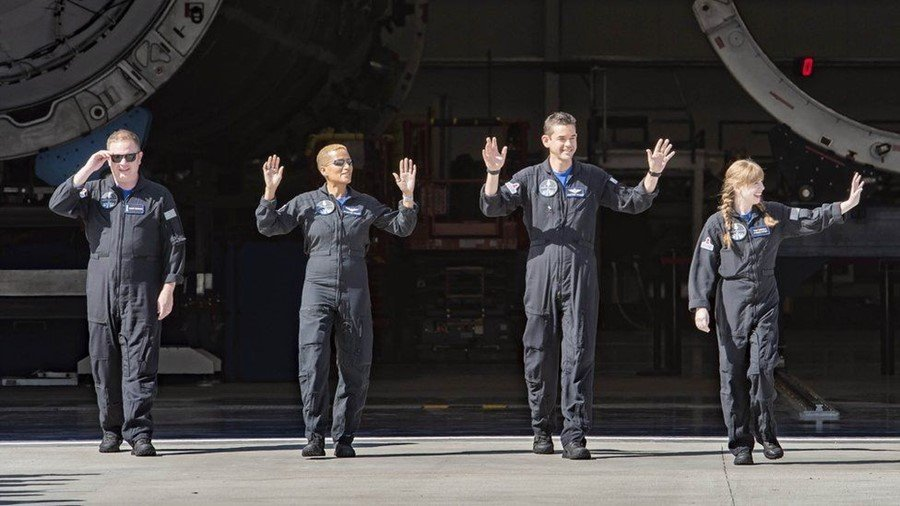 Το πλήρωμα της πρώτης τουριστικής διαστημικής πτήσης. Photo Credits: SpaceX