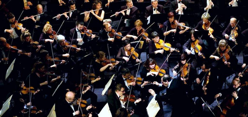 Το μόνο που απομένει είναι να αναλάβει μια κανονική ορχήστρα να εκτελέσει τη 10η Συμφωνία, ολοκληρωμένη πλέον (Πηγή: Shutterstock)