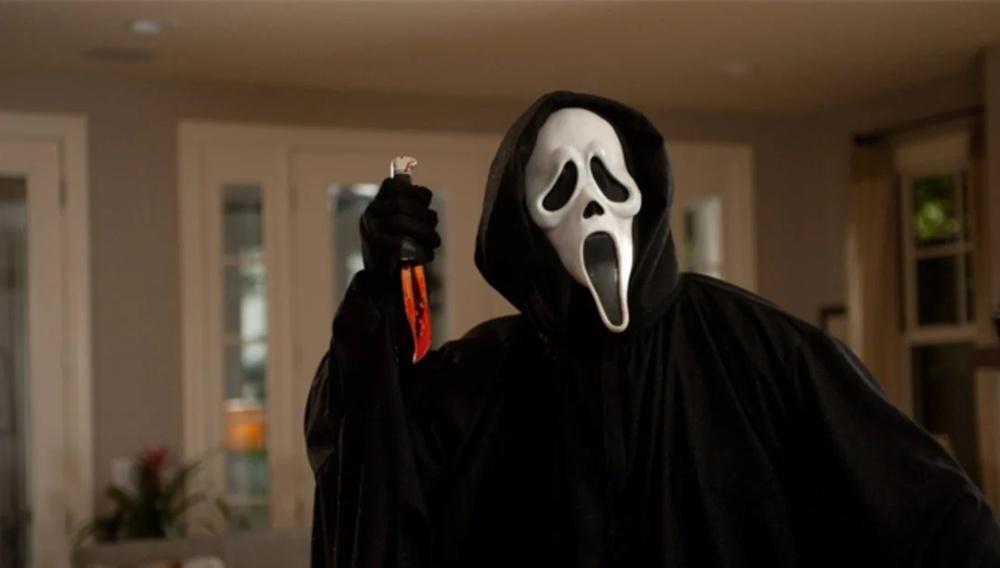 Ο Ghostface επιστρέφει στο Scream 5. Photo Credits: Dimension Films/Everett Collection
