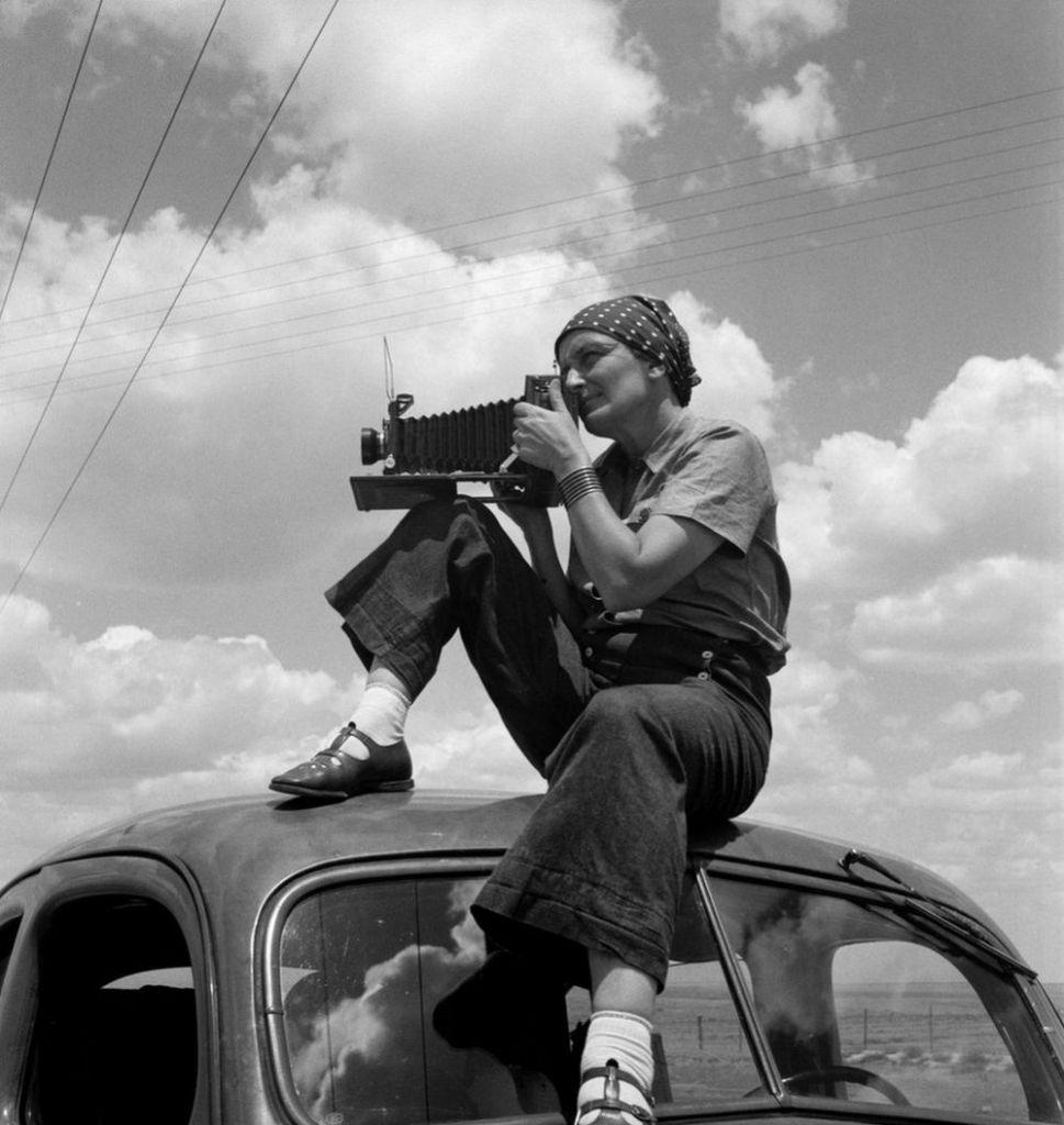 Η Ντοροθέα Λανγκ. Photo Credits: The Dorothea Lange Collection, the Oakland Museum of California