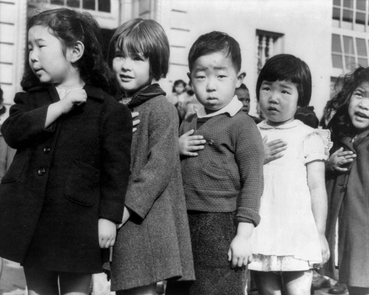 Παιδιά στο στρατόπεδο εγκλεισμού των Ιαπώνων Αμερικανών, Ντοροθέα Λανγκ, 1942. Photo Credits: Wikimedia Commons