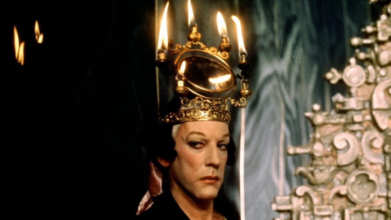 Ο Ντόναλντ Σάδερλαντ έμεινε στην ιστορία με αυτό το φλογερό headpiece
