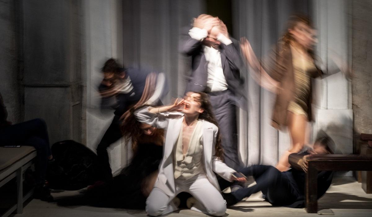 Κομμώτριες/Μεταπολίτευση, από τον Μιχαήλ Μαρμαρινό στο Θέατρο Θησείον